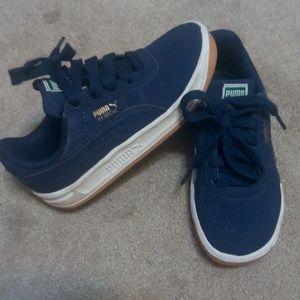 Size 9 Pumas